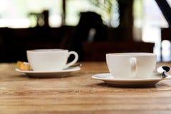 Dos tazas de café del latte Fotografía de archivo libre de regalías