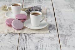 Dos tazas de café en el fondo blanco Imagen de archivo