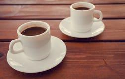 Dos tazas de café turco en la tabla Imagen de archivo libre de regalías