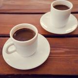 Dos tazas de café turco en la tabla Fotografía de archivo libre de regalías