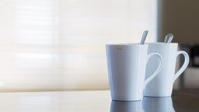 Dos tazas de café vacías después de la bebida Foto de archivo libre de regalías