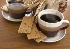 Dos tazas de café y de cesta Foto de archivo libre de regalías