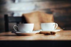 Dos tazas de capuchino gastrónomo del café Imagen de archivo