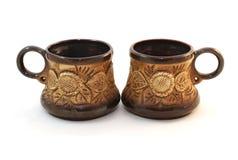 Dos tazas de cerámica marrones del cofee Fotos de archivo