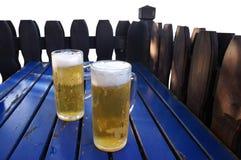 Dos tazas de cerveza Imágenes de archivo libres de regalías