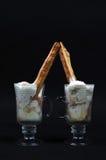 Dos tazas de helado Imagen de archivo libre de regalías
