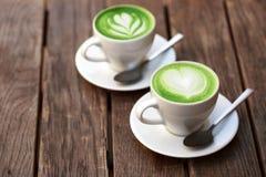 Dos tazas de latte del matcha Fotos de archivo
