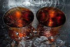 Dos tazas del agua Foto de archivo