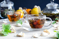 Dos tazas del oolong del vidrio del té Foto de archivo