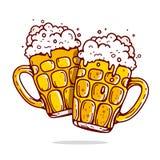 Dos tazas grandes de cerveza fotografía de archivo libre de regalías