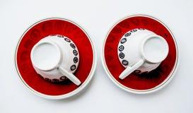 Dos tazas invertidas y dos platillos Foto de archivo