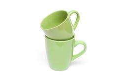 Dos tazas verdes vacian el espacio en blanco Imagen de archivo libre de regalías