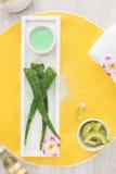 Dos termas vida ainda com os ingredientes naturais frescos Foto de Stock