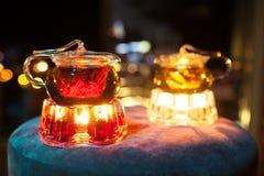 Dos teteras de cristal con los calentadores de la vela; Imágenes de archivo libres de regalías