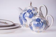 Teteras y placas de la porcelana Imágenes de archivo libres de regalías