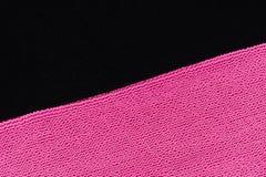 Dos texturas del paño que ponen en contraste Color de rosa y negro fotografía de archivo