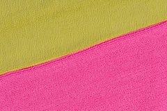 Dos texturas del pa?o que ponen en contraste Rosa y neón amarillo imagen de archivo