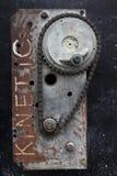 Dos tipos de cadenas con los engranajes, moho fotografía de archivo