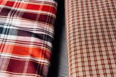 Dos tipos de tejido con una textura celular mienten de lado a lado foto de archivo