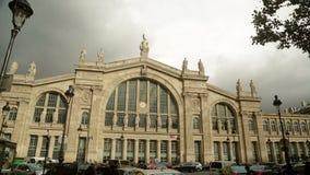Dos tiros de establecimiento de la estación de tren Gare du Nord metrajes
