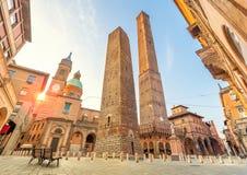 Dos torres que caen famosas de Bolonia Fotografía de archivo libre de regalías