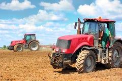 Dos tractores en el campo Fotografía de archivo libre de regalías