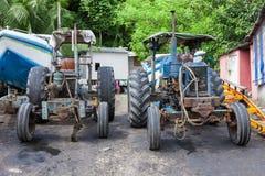Dos tractores viejos fotos de archivo libres de regalías