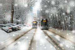 Dos tranvías en nevadas Fotos de archivo libres de regalías