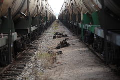 Dos trenes de coches en la vía Foto de archivo