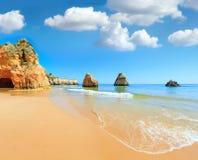 Dos Tres Irmaos Португалия пляжа Алгарве Стоковое Изображение RF