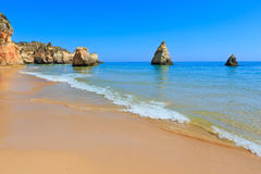 Dos Tres Irmaos пляжа Алгарве (Португалия) Стоковое Изображение