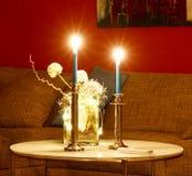Dos velas y algunas flores Imagen de archivo