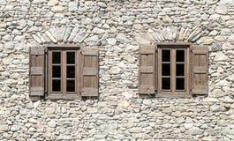Dos ventanas de madera Fotografía de archivo