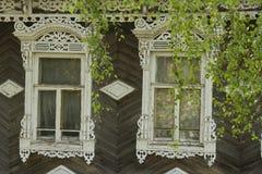 Dos ventanas viejas del pueblo Imagen de archivo