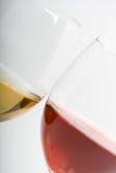 Dos vidrios con el vino fotos de archivo
