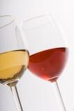 Dos vidrios con el vino imágenes de archivo libres de regalías