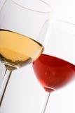 Dos vidrios con el vino imagen de archivo