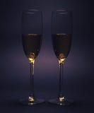 Dos vidrios con el vino blanco Imagenes de archivo