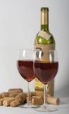 Dos vidrios con el vino rojo imagen de archivo