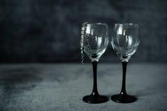 Dos vidrios con una pulsera Foto de archivo libre de regalías