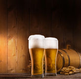 Dos vidrios de cerveza Fotos de archivo