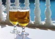 Dos vidrios de cerveza Fotografía de archivo libre de regalías