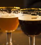 Dos vidrios de cerveza de barril Imagen de archivo libre de regalías