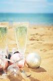 Dos vidrios de champán de la Navidad Imagen de archivo
