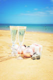 Dos vidrios de champán de la Navidad Imagen de archivo libre de regalías