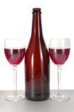 Dos vidrios de cristal con el vino rojo Foto de archivo