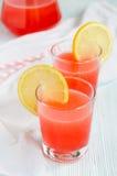 Dos vidrios de limonada rosada Fotos de archivo libres de regalías