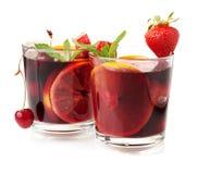 Dos vidrios de sangría de la fruta fresca Fotografía de archivo