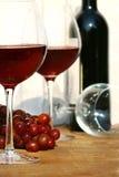 Dos vidrios de vino rojo Imagen de archivo