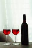 Dos vidrios de vino rojo Imágenes de archivo libres de regalías